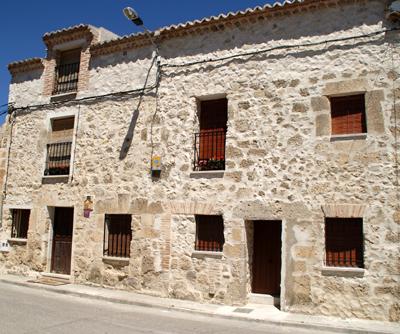 Hotel Emina en Valbuena de Duero, de ubicación, inmejorable en la cuna de algunos de los mejores vinos del mundo y rodeado de viñedos y bodegas emblemáticas.