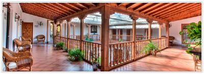 Patio de la Casa Palacio Santa Cruz de Mudela, de arquitectura típicamente manchega y con una antigua bodega.